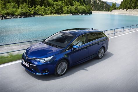 2018 Toyota Avensis Liftback  Car Photos Catalog 2018