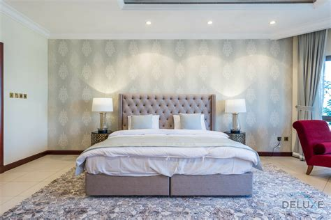 A Bedroom by Luxurious 5 Bedrooms Villa In Palm Jumeirah Deluxe