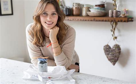 Deliciously Ella will invite Northern Irish MP father to wedding   Wedding Journal