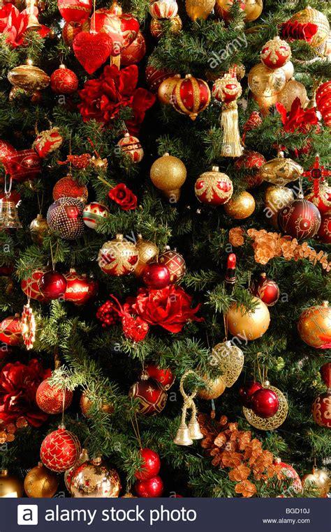 baum mit vögel weihnachtsbaum geschm 252 ckt mit christbaumkugeln detail villa ambiente speichern im weller