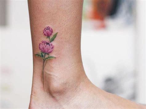 idees tatouage cheville il sarticule avec