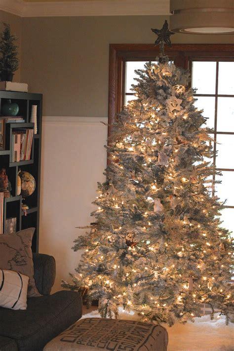 decor   home  cozy  flocked christmas tree  decoration ideas