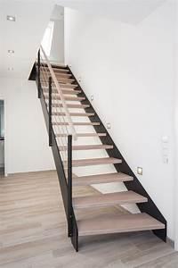 Geländer Für Treppe : hpl treppe mit stufen und handlauf in der holzart eiche gek lkt casa pinterest handlauf ~ Markanthonyermac.com Haus und Dekorationen