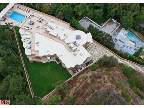rihanna s house pacific palisades homes houses celebhomes net