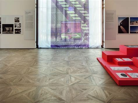 Porcelain tiles that look like assembled parquet panels