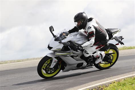 Review Yamaha R6 by 2017 Yamaha Yzf R6 Review Update Arrives In Style