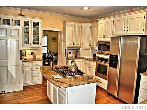 countertop sinks kitchen best 25 ivory cabinets ideas on ivory kitchen 2683