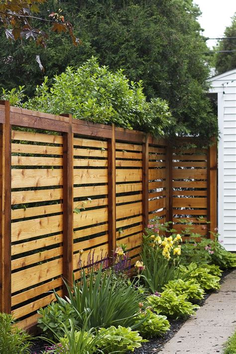 Backyard Fence Options by Best 25 Backyard Fences Ideas On Fencing