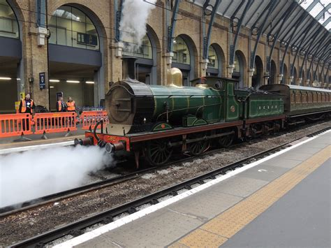 Steam train (SECR C Class 592) at King's Cross station, Lo ...