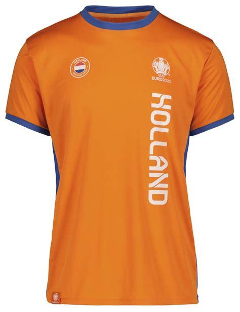 Door de herkenbare print en fraaie leeuw op de borst zal iedereen het shirt herkennen. t-shirt EK Nederland oranje - HEMA