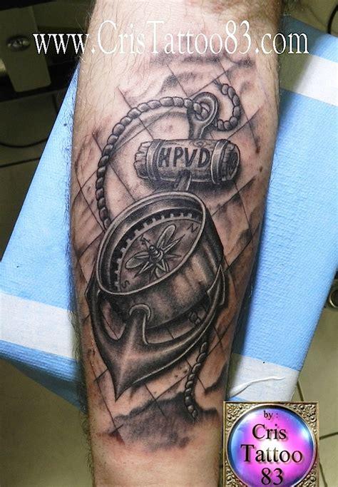 tatouage ancre boussole cristattoo