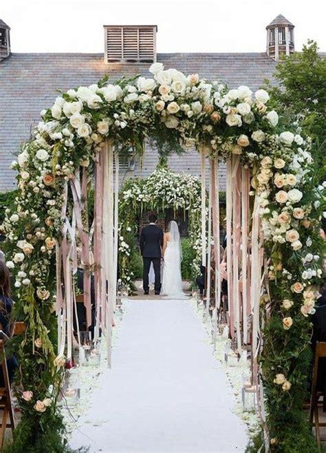idees pour une arche de mariage romantique