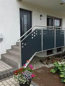 Treppengeländer Außen Holz : treppengel nder au en aus edelstahl mit lochblechf llung ~ Michelbontemps.com Haus und Dekorationen
