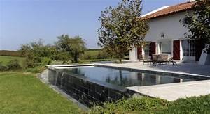 Piscine A Débordement : piscine d bordement c t jardin ~ Farleysfitness.com Idées de Décoration