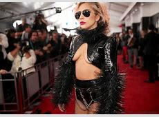 Lady Gaga quasi nue sur le tapis rouge des Grammy Awards 2017