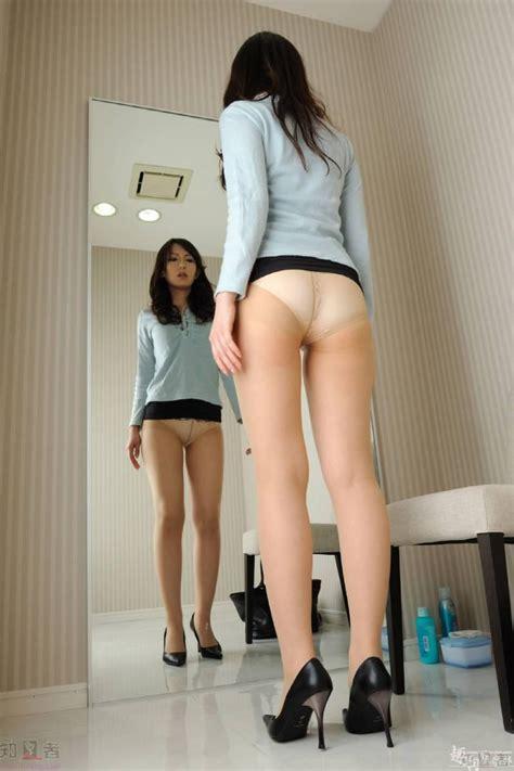 Japanese schoolgirl in pantyhose changing - PornHugo.Com