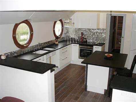 cuisine noir brillant plinthe cuisine noir brillant divers besoins de cuisine