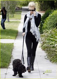 january jones weekend dog walking photo 2537885 With weekend dog walker