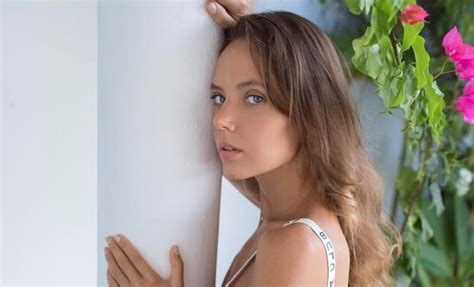 """Influenciadora E Modelo Katya Clover Relembra Experiências Em Estúdios De """"x Art"""" E 'sex Art"""
