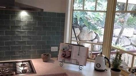 stunning subway tile splashback   kitchen