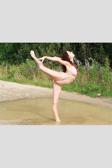 Outdoor nude ballet performance | Nude ballet
