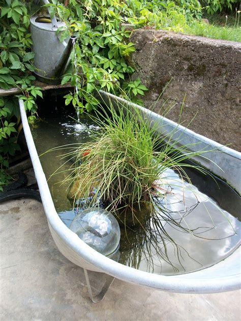 bassines en zinc et arrosoirs vieillit par le patine