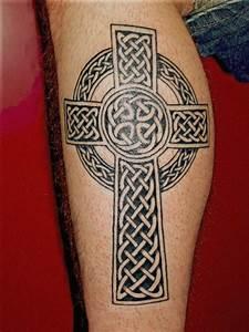 Croix Tatouage Homme : tatouage homme croix celtique cochese tattoo ~ Dallasstarsshop.com Idées de Décoration