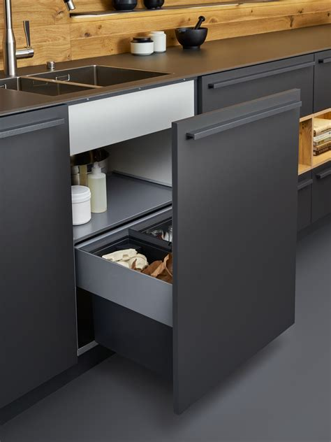 cuisine equipement beautiful black matt kitchen from leicht available at the leicht kitchen design centre