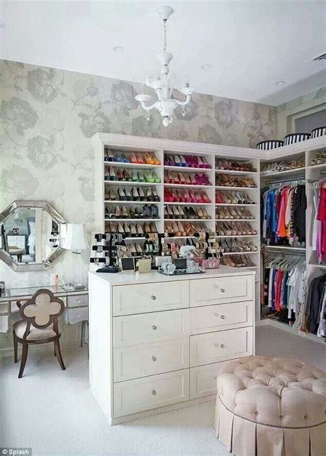 vanity room walk in closet a can