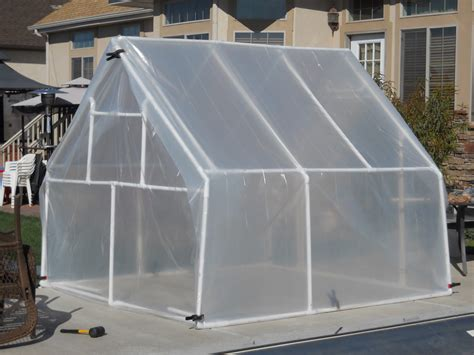 It covers the area of 300 square foot and will. Rich Ideas: OCTOBER - My DIY Greenhouse