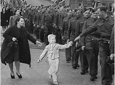 CLASSIC WW2 PHOTO 'WAIT FOR ME DADDY' CANADIAN COIN