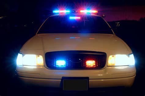 file car with emergency lights on jpg wikimedia