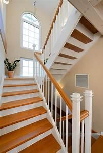 Treppe Shabby Chic : treppe im landhaus stil haus winter fertighaus weiss treppen stairways treppe haus ~ Frokenaadalensverden.com Haus und Dekorationen