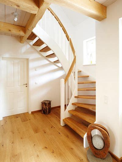 Moderne Und Kreative Innenraum Holztreppeninteressante Wendeltreppe Aus Holz by Die Besten 25 Wendeltreppe Innen Ideen Auf