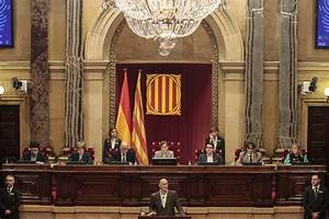 Spain suspends independence bid, Catalans vow to go on