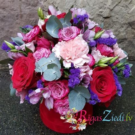 Ziedu kompozīcija samta kastē   Rīgas Ziedi