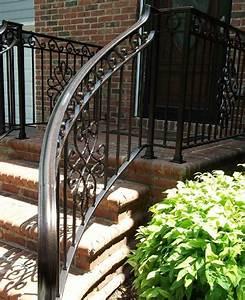 Les avantages et inconvenients d39une rampe d39escalier en for Good la maison du fer forge 10 rampes descalier exterieur en fer forge
