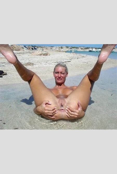girls nude at beach - Page 23