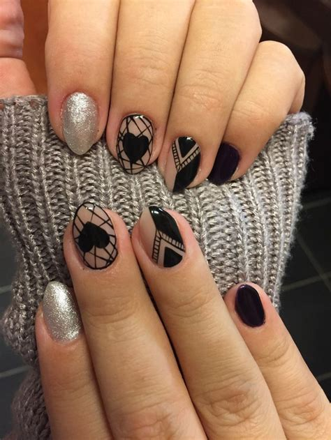 Valamennyi gél lakk műkörmös uv lámpa fényére köt meg teljesen. Black silver Gel lakk nail (With images)   Köröm