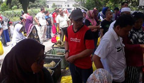 Wanita Mengandung Makan Durian Mengidam Durian Jom Masuk Peraduan Berita Semasa Mstar