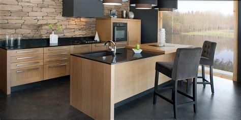 cuisine contemporaine en bois cuisine bois et noir inspirations et cuisine bois et noir