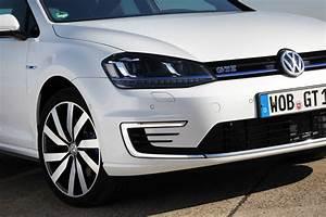 Volkswagen Golf Gte : driving the volkswagen golf gte forbidden fruit video review ~ Melissatoandfro.com Idées de Décoration