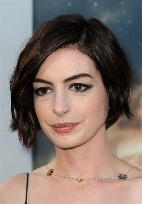 I absolutely love anne hathaway's new short haircut. Anne Hathaway Short Wavy Cut - Short Hairstyles Lookbook ...