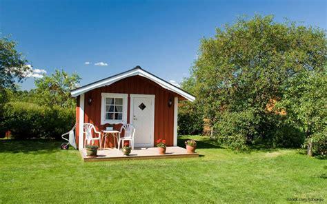 tiny homes    afford gobankingrates