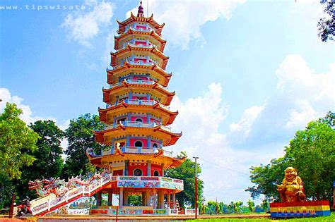 share loc  objek wisata  wajib  sambangi