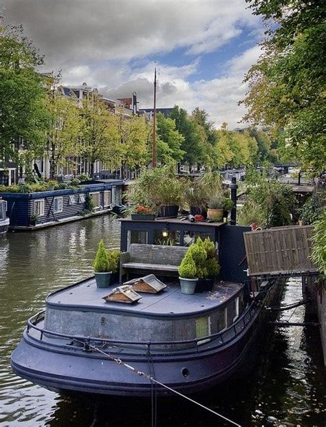 Living On A Boat In The Netherlands by 25 Best Ideas About Houseboat Amsterdam On