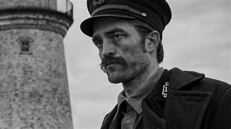 Robert Pattinson vise les Oscars avec The Lighthouse ...