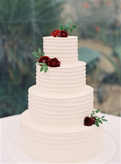 15 beautifully simple wedding cakes