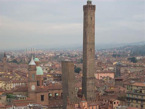 las torres de bolonia el simbolo de la ciudad