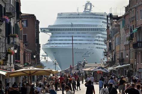 giant cruise ships   banned  venice beginning